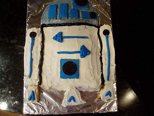 R2D2 Cake Finished