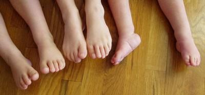 Three_pairs_of_feet