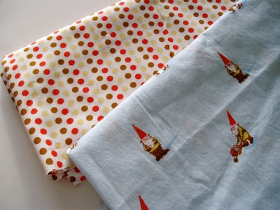 Gnomes_fabric_with_dots